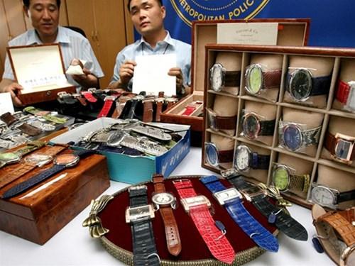chợ đồng hồ quảng châu nằm sau trong chợ tphcm 1
