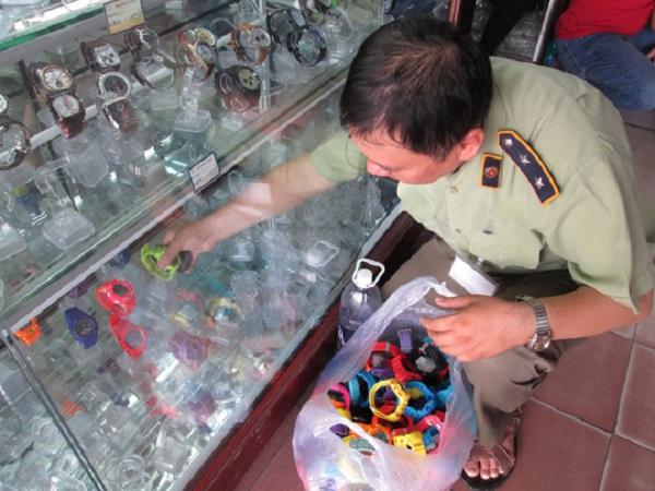 chợ đồng hồ quảng châu nằm sau trong chợ tphcm 2